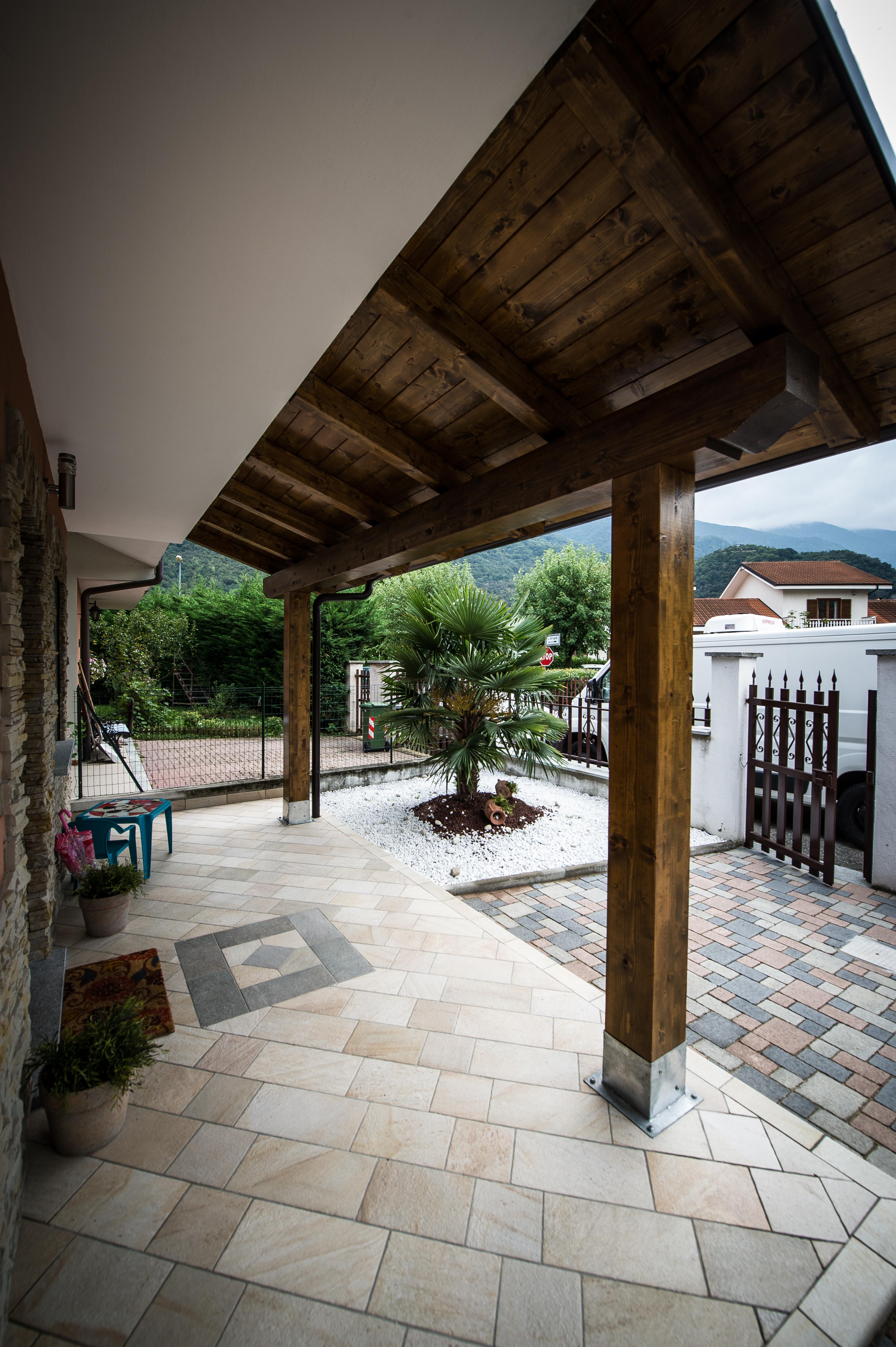 Tettoie in legno gio va ni costruzioni - Terrazze in legno da esterno ...