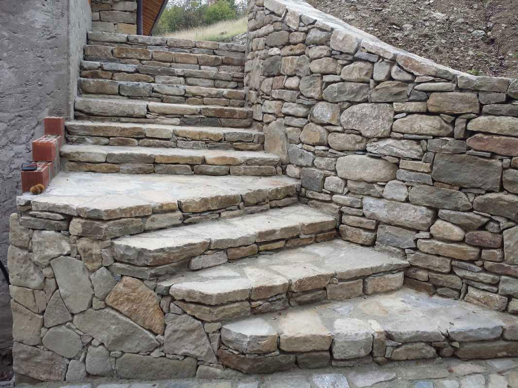 Rivestimenti scale esterne in pietra gc63 regardsdefemmes for Scale esterne in marmo
